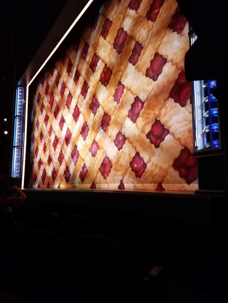 Vista sentada para Brooks Atkinson Theatre Secção Orchestra R Fila B Lugar 14