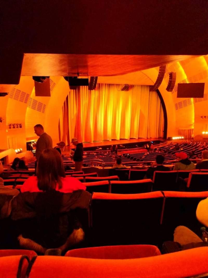 Vista sentada para Radio City Music Hall Secção 1st mezzanine 7 Fila h Lugar 704