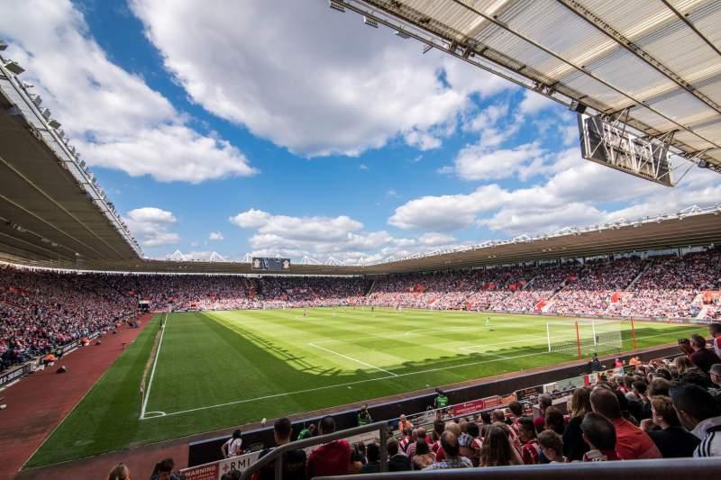 Vista sentada para St Mary's Stadium Secção 21