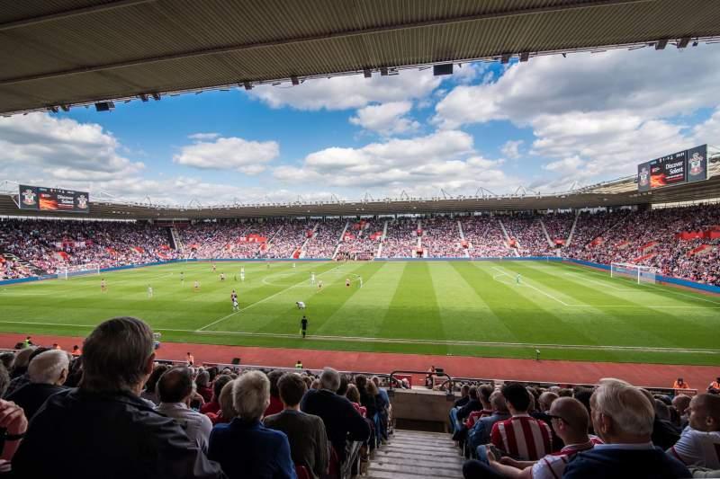 Vista sentada para St Mary's Stadium Secção 28