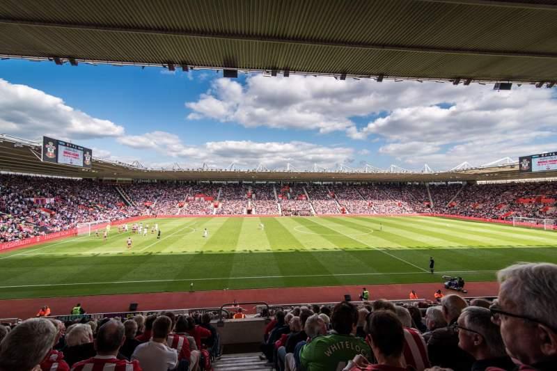 Vista sentada para St Mary's Stadium Secção 33