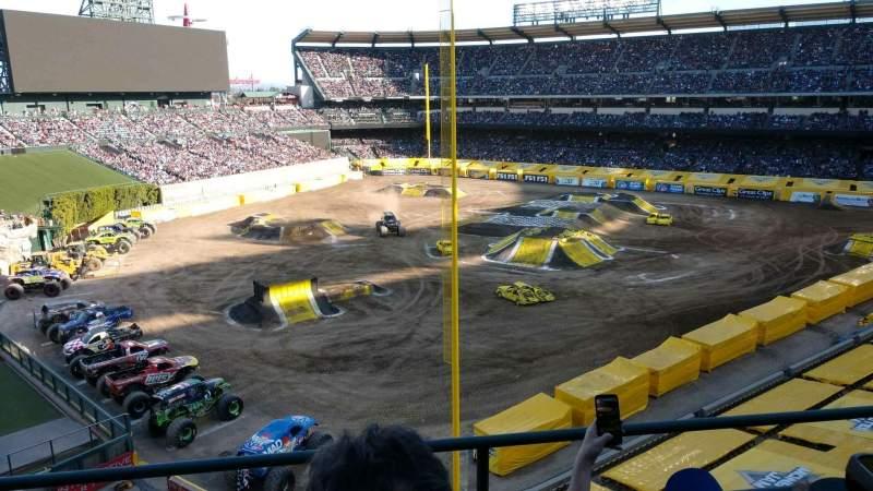 Vista sentada para Angel Stadium Secção 404 Fila c Lugar 6