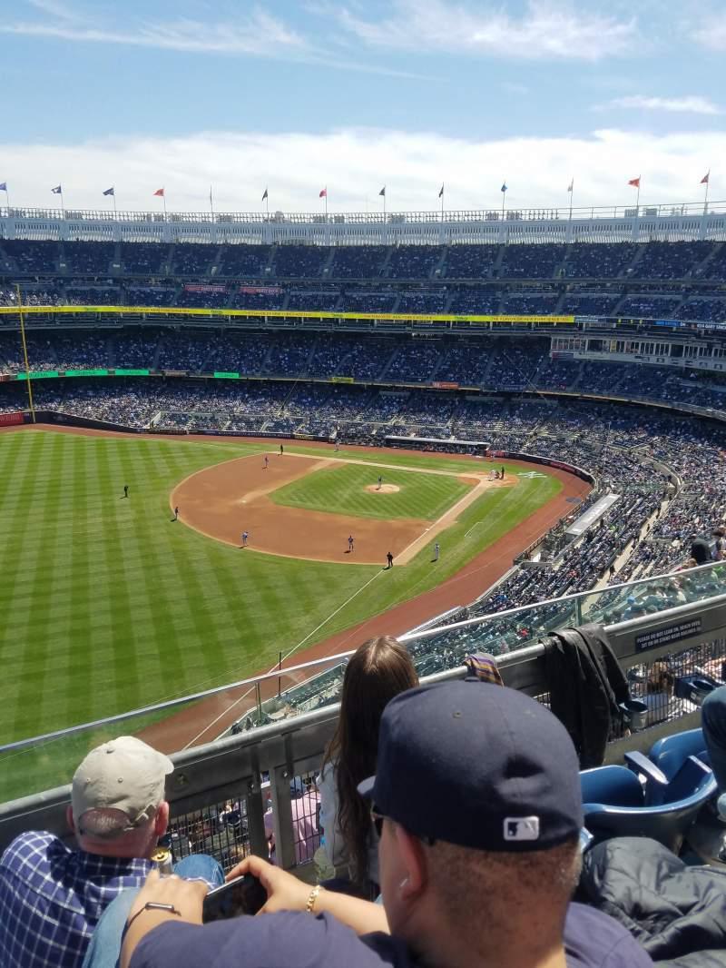 Vista sentada para Yankee Stadium Secção 431b Fila 3 Lugar 6