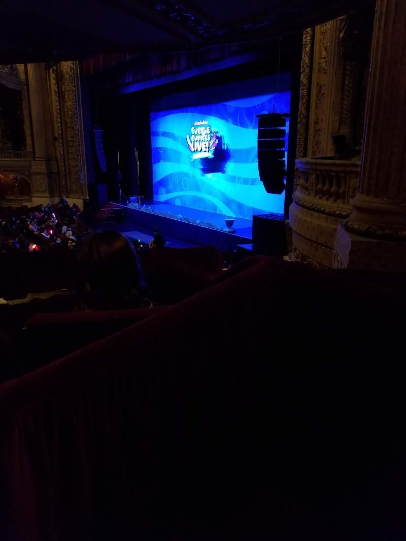 Vista sentada para Chicago Theatre Secção Mezzanine Box B Fila 3 Lugar 5