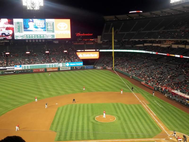 Vista sentada para Angel Stadium Secção V413 Fila D Lugar 7