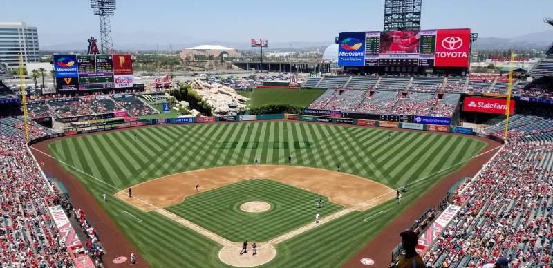 Vista sentada para Angel Stadium Secção 521 Fila E Lugar 8