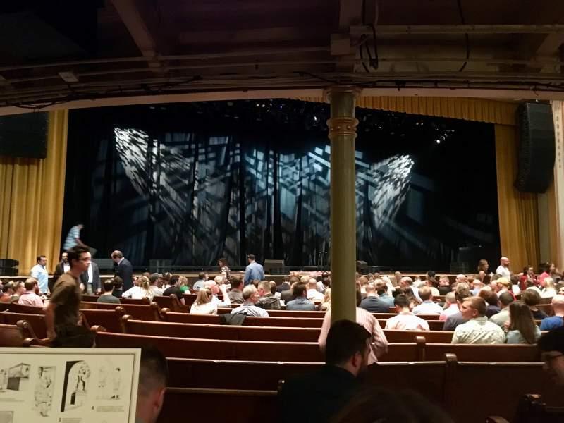 Vista sentada para Ryman Auditorium Secção 6 Fila Q Lugar 1