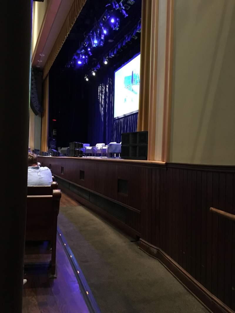 Vista sentada para Ryman Auditorium Secção MF1 Fila M Lugar 1