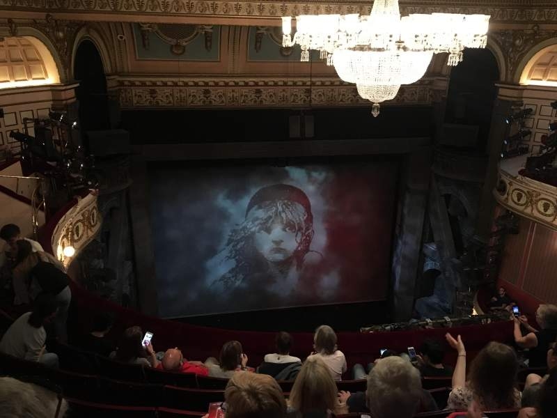 Vista sentada para Sondheim Theatre (West End) Secção Grand Circle Fila F Lugar 11