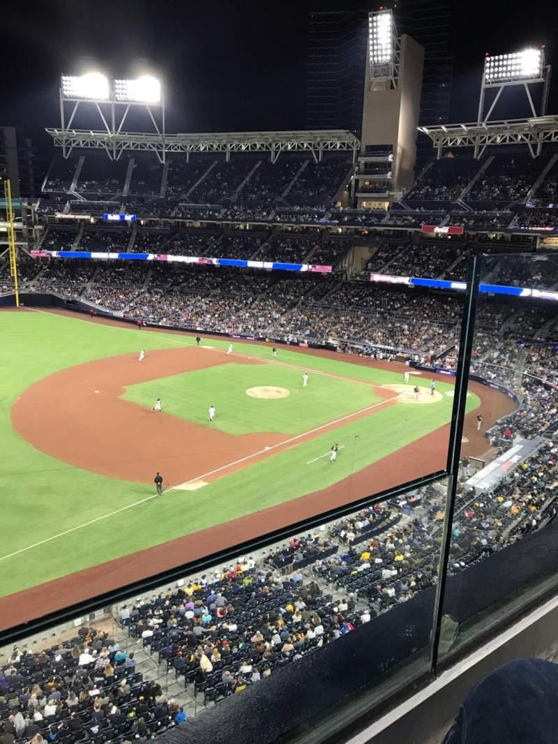 Vista sentada para PETCO Park Secção 320 Fila 1 Lugar 2