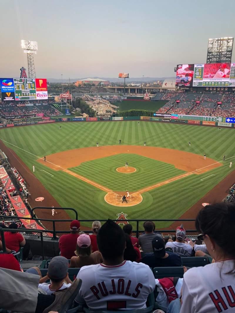 Vista sentada para Angel Stadium Secção V419 Fila G Lugar 3