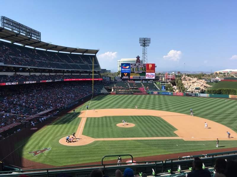 Vista sentada para Angel stadium Secção 332 Fila H Lugar 12