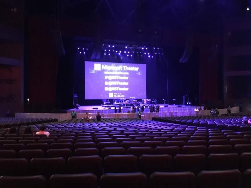 Vista sentada para Microsoft Theater Secção Orchestra Center Left Fila GG Lugar 412