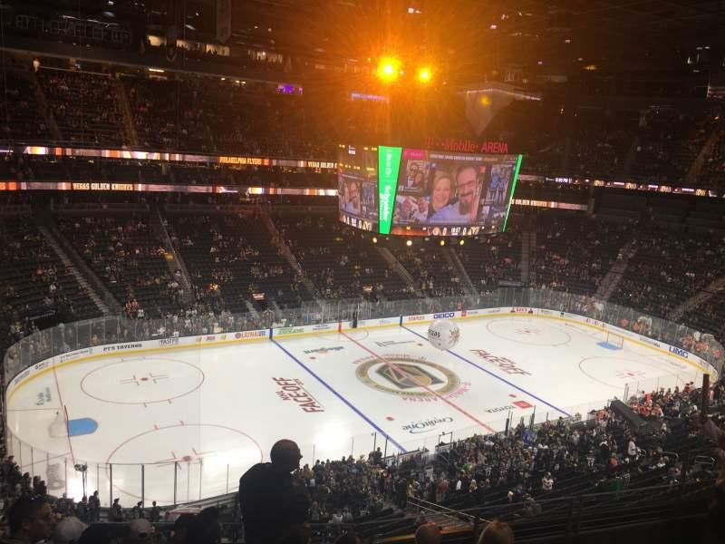 Vista sentada para T-Mobile Arena Secção 202 Fila F Lugar 6
