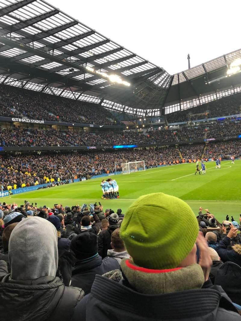 Vista sentada para Etihad Stadium (Manchester) Secção East Stand 107 Fila L Lugar 162