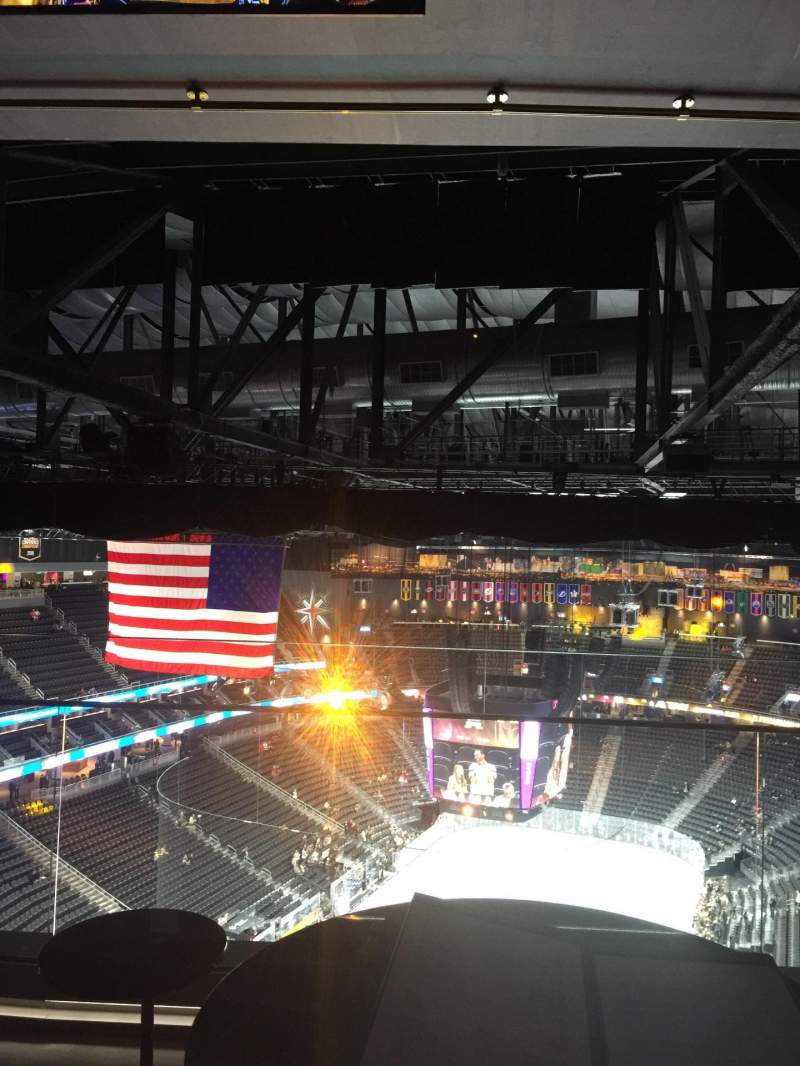 Vista sentada para T-Mobile Arena Secção Hyde table 14 Lugar 1,2,3