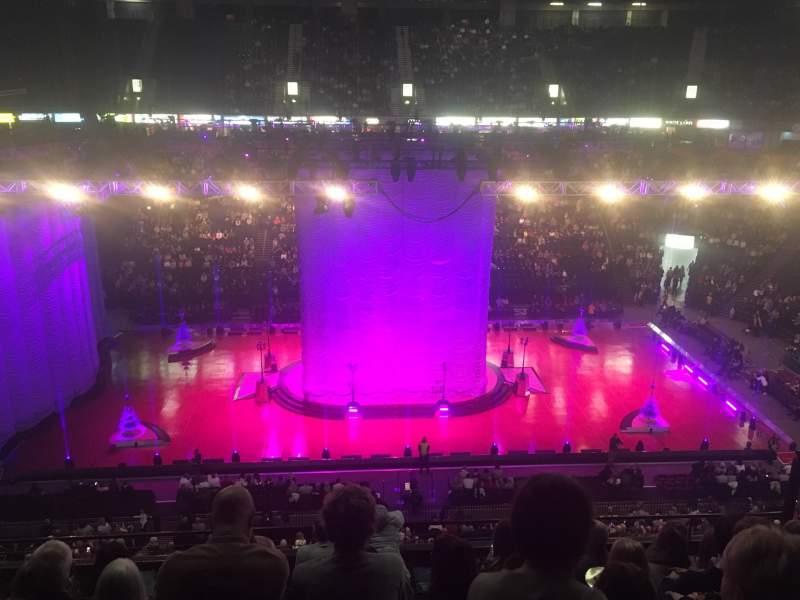Vista sentada para Manchester Arena Secção 203 Fila H Lugar 9