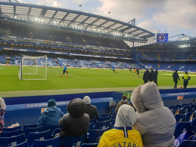 Vista sentada para Stamford Bridge Secção East Stand Lower 1 Fila J Lugar 17