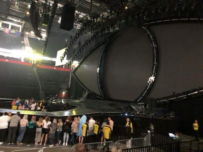 Vista sentada para Manchester Arena Secção 115 Fila F Lugar 8