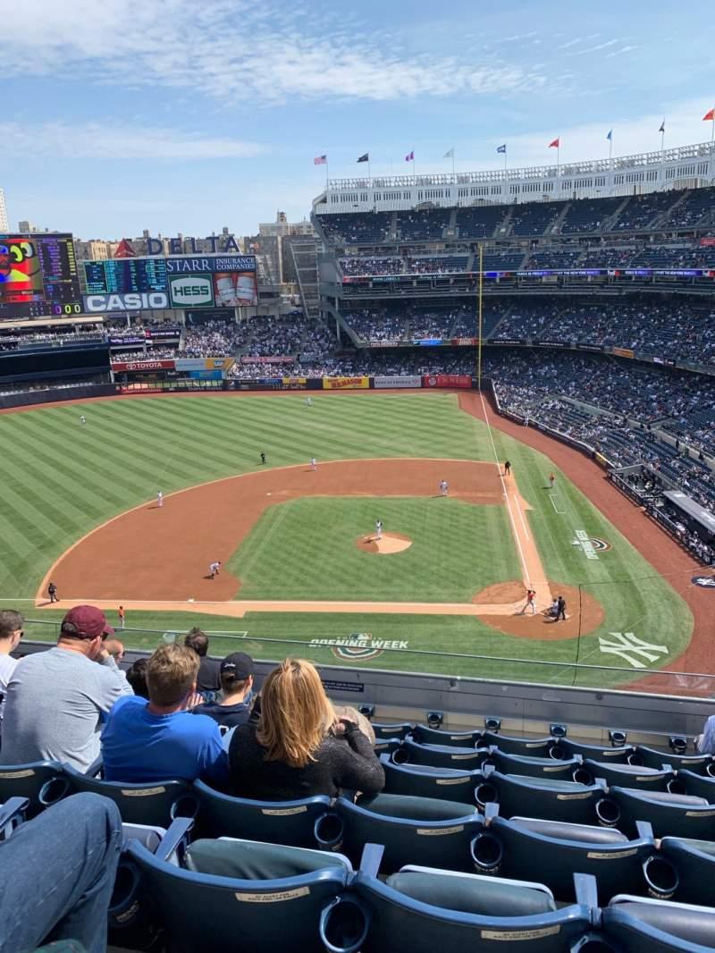 Vista sentada para Yankee Stadium Secção 323 Fila 7 Lugar 8