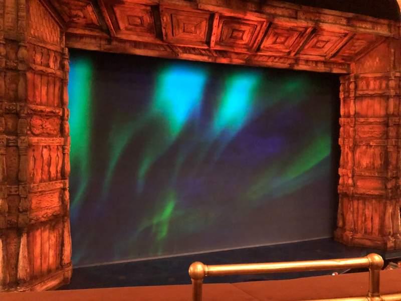 Vista sentada para St. James Theatre Secção Mezzanine Left Fila B Lugar 1