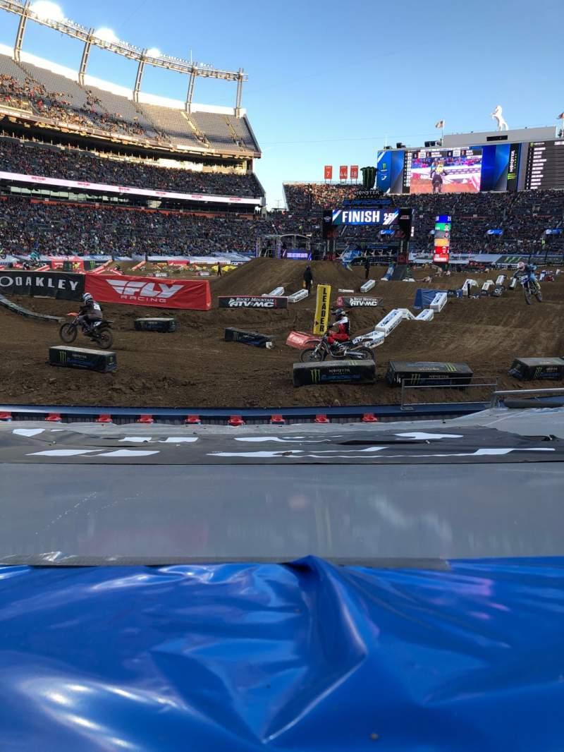 Vista sentada para Empower Field at Mile High Stadium Secção 111 Fila 9 Lugar 6
