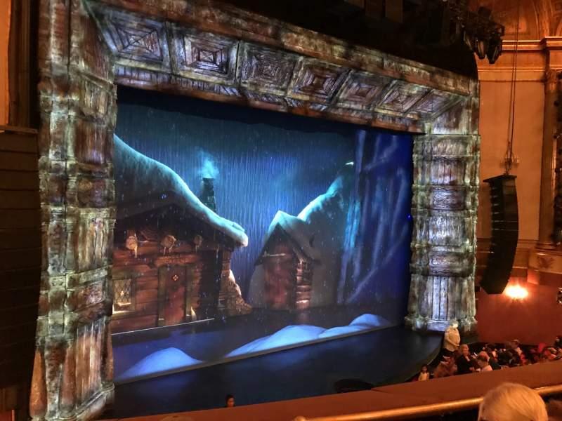 Vista sentada para St. James Theatre Secção Mezzanine Left Fila C Lugar 15