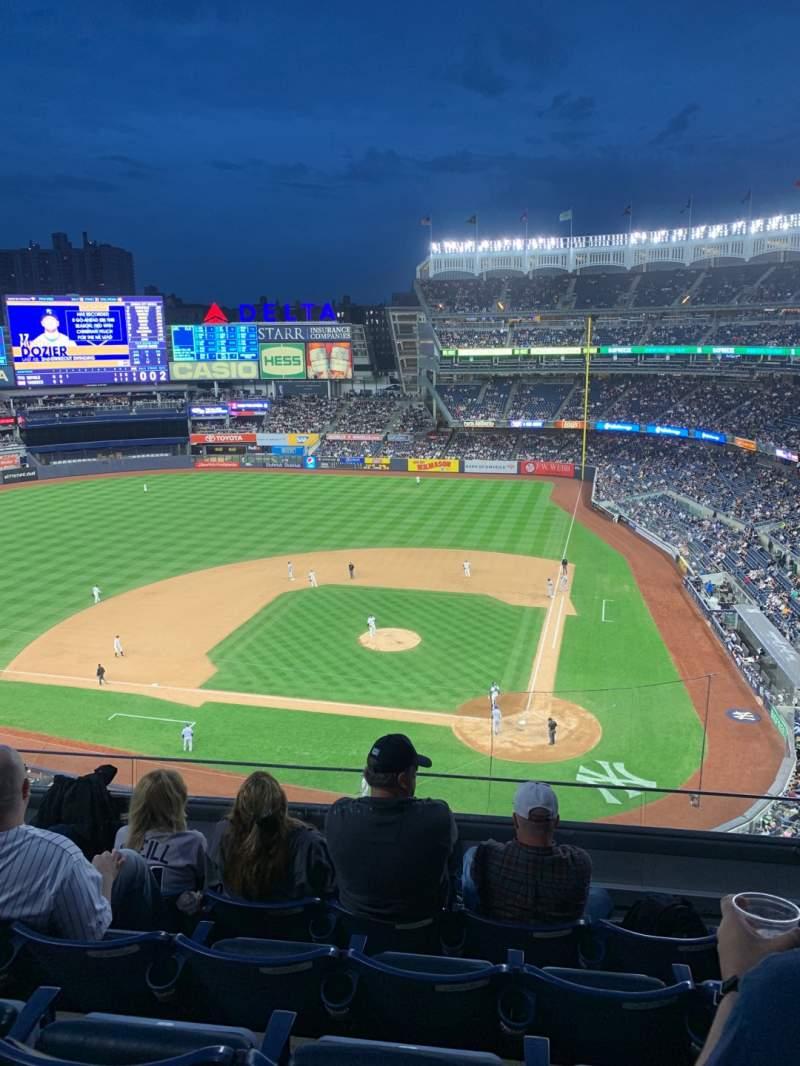 Vista sentada para Yankee Stadium Secção 322 Fila 5 Lugar 8