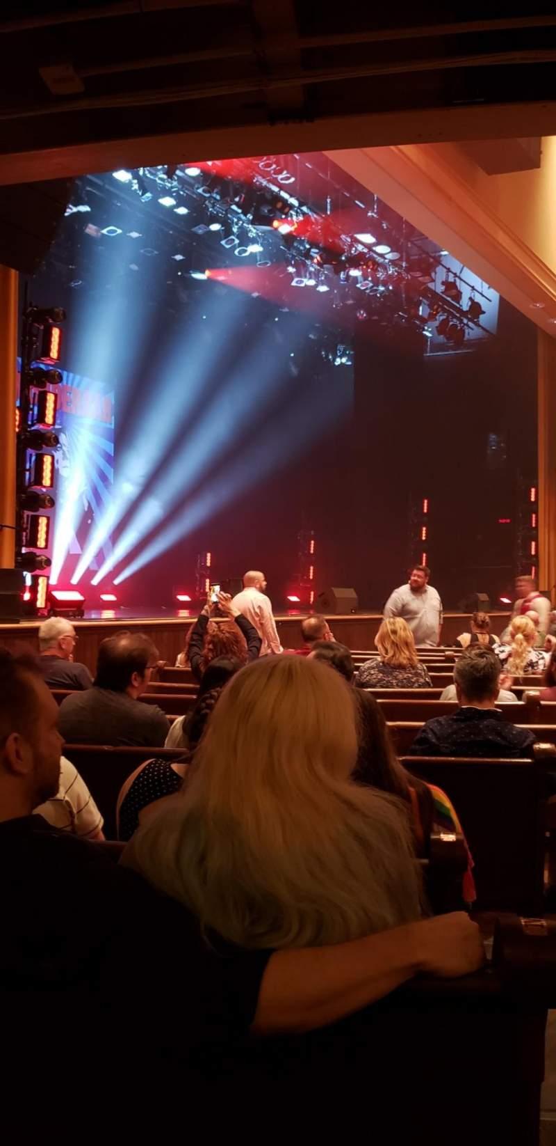 Vista sentada para Ryman Auditorium Secção MF-8 Fila P Lugar 8
