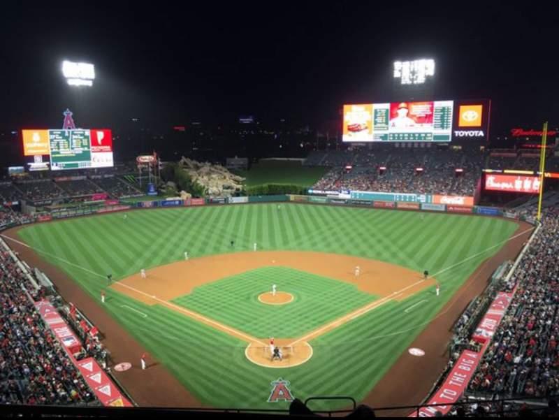 Vista sentada para Angel Stadium Secção 520 Fila A Lugar 7