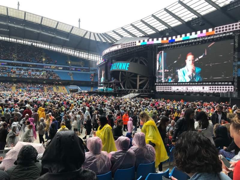 Vista sentada para Etihad Stadium (Manchester) Secção 104 Fila L Lugar 70