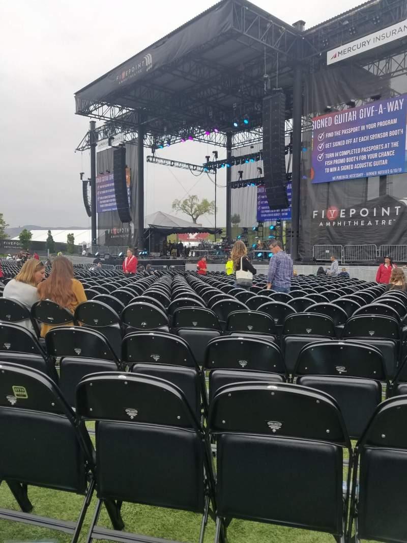 Vista sentada para FivePoint Amphitheater Secção Orchestra 102 Fila 4 Lugar 19
