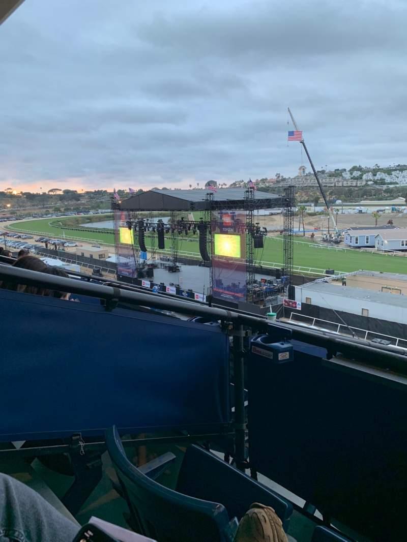 Vista sentada para The Corona Grandstand Stage at the Del Mar Fairgrounds Secção Level 4 Fila Box 15K Lugar 1