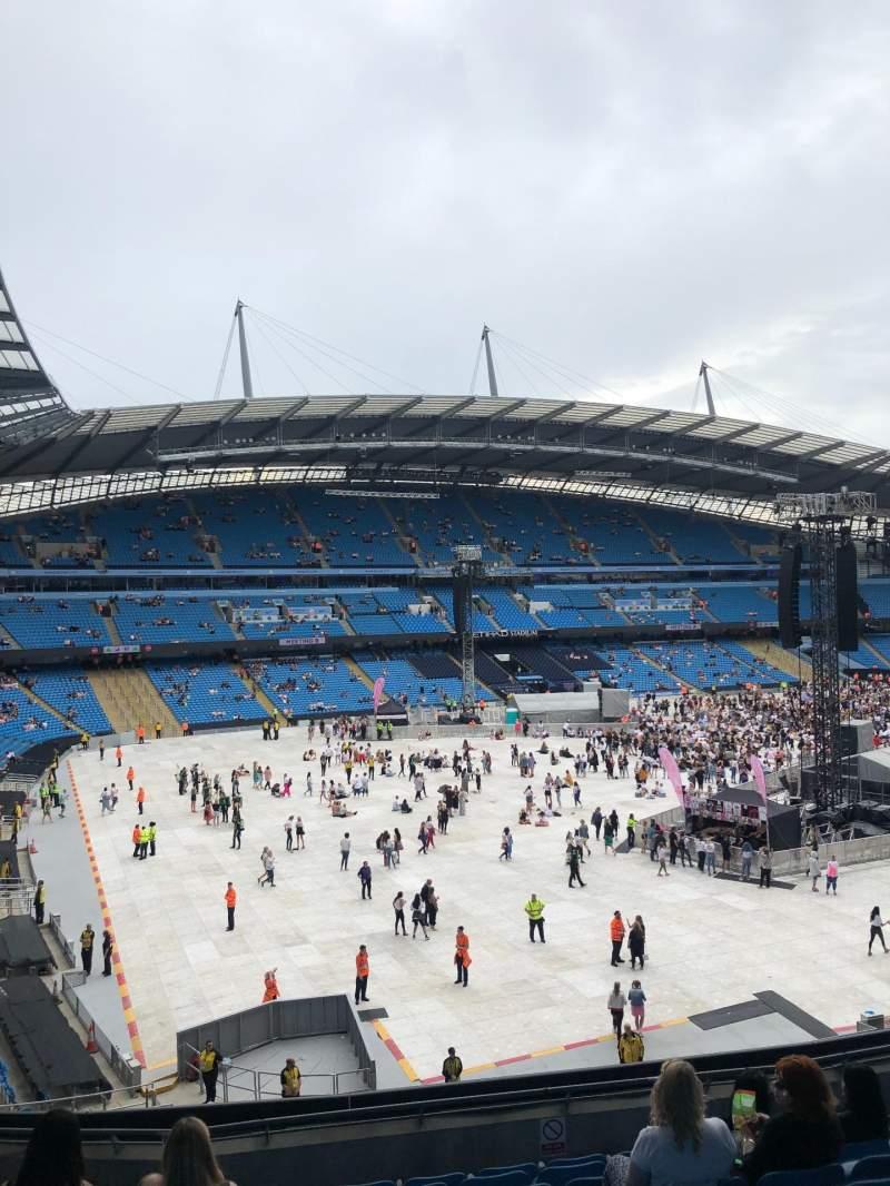 Vista sentada para Etihad Stadium (Manchester) Secção 208