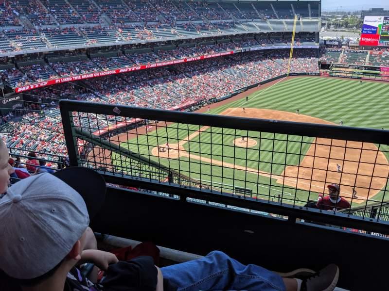 Vista sentada para Angel Stadium Secção 529 Fila F Lugar 3