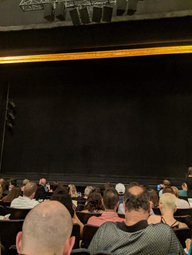 Vista sentada para Ambassador Theatre Secção Orchestra C Fila G Lugar 111