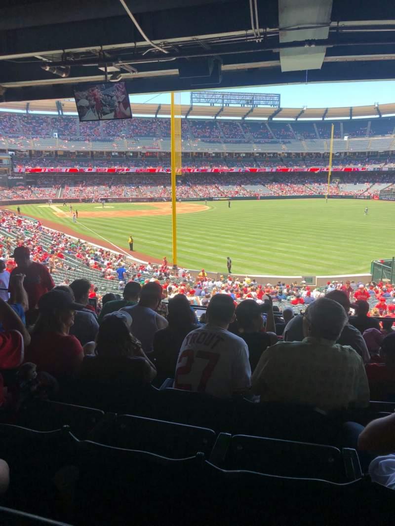 Vista sentada para Angel Stadium Secção 232 Fila J Lugar 7