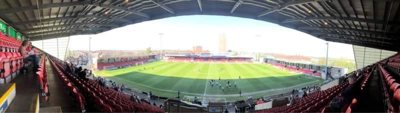 Vista sentada para Alexandra Stadium Secção E Fila CC Lugar 100