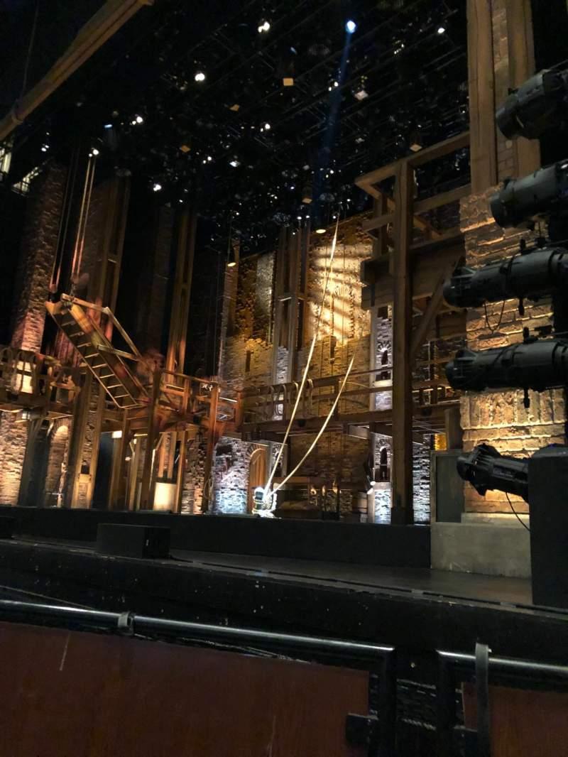 Vista sentada para Thelma Gaylord Performing Arts Theatre Secção PIT RGT Fila P4 Lugar 7