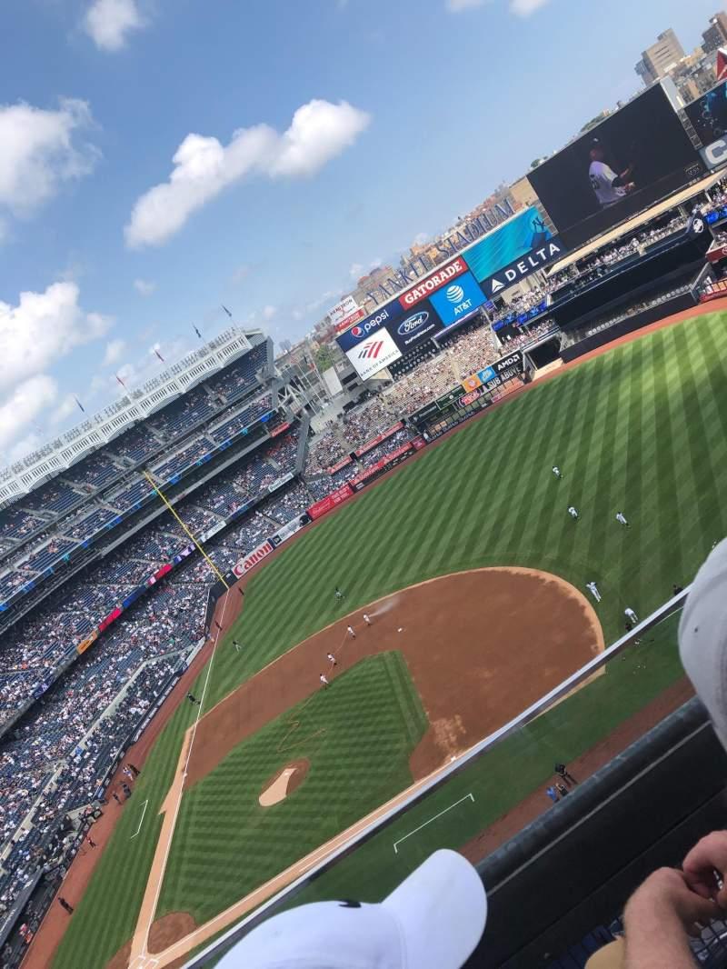 Vista sentada para Yankee Stadium Secção 415 Fila 2 Lugar 14