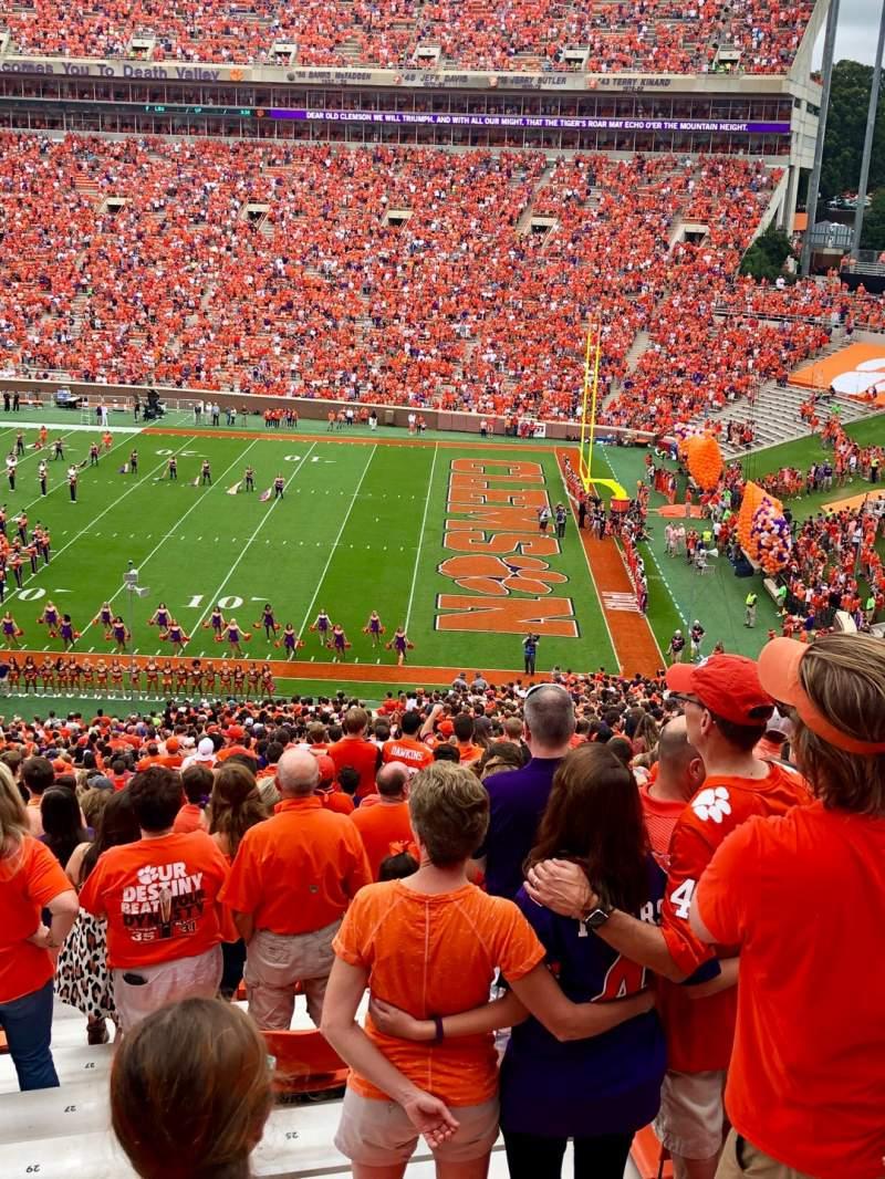Vista sentada para Memorial Stadium, Clemson Secção UB Fila M Lugar 20