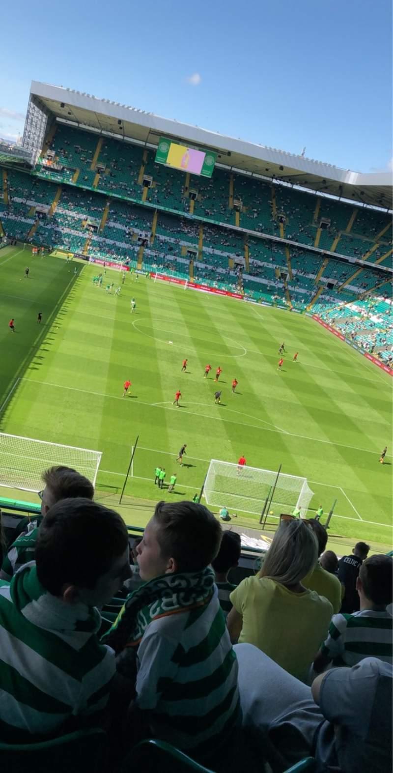 Vista sentada para Celtic Park Secção 417 Fila H Lugar 21