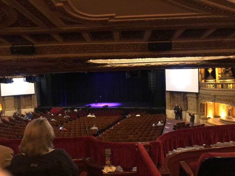 Vista sentada para Chicago Theatre Secção Mezzanine Box H Fila H Lugar 1-4