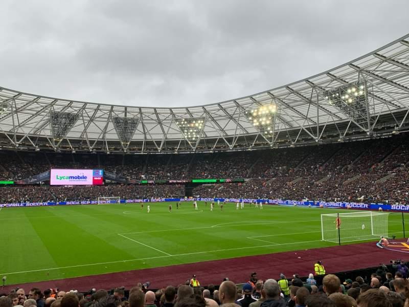 Vista sentada para London Stadium Secção 118 Fila 18 Lugar 107