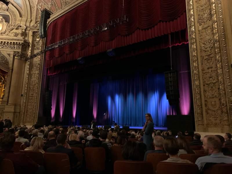Vista sentada para Chicago Theatre Secção MNFL2R Fila C Lugar 208