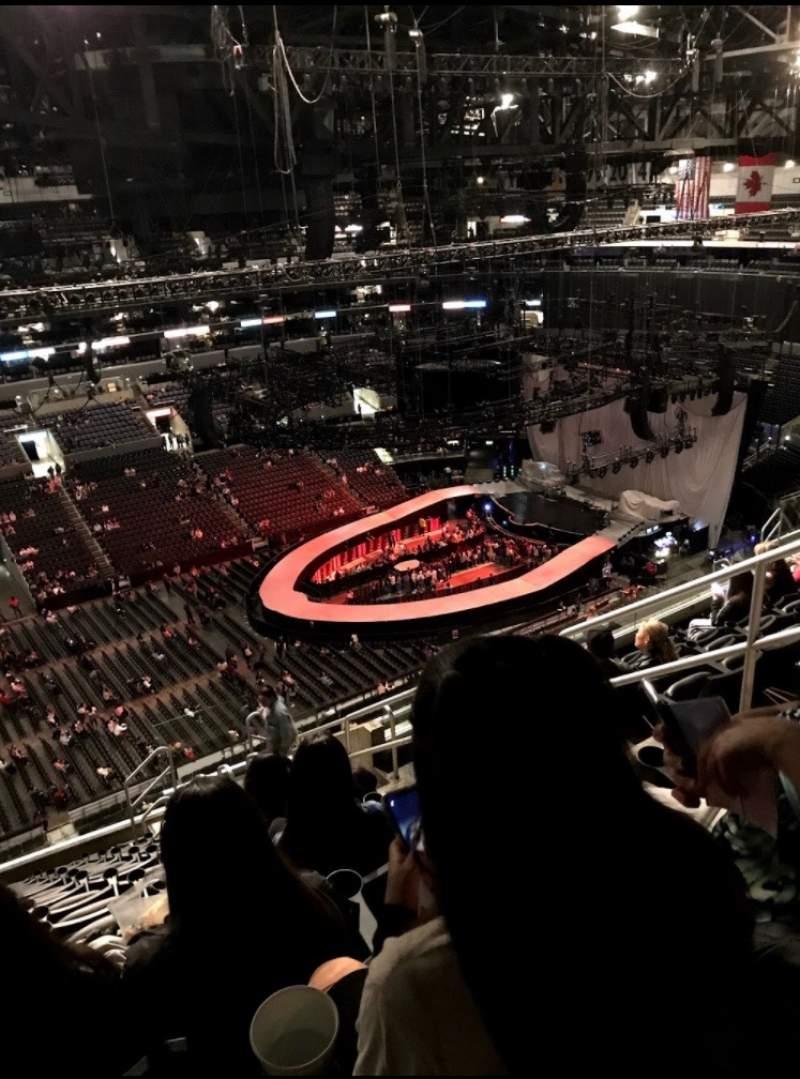 Vista sentada para Staples Center Secção 303 Fila 13 Lugar 5,6