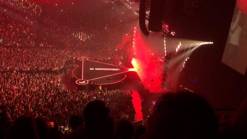 Vista sentada para Manchester Arena Secção 215 Fila E Lugar 18