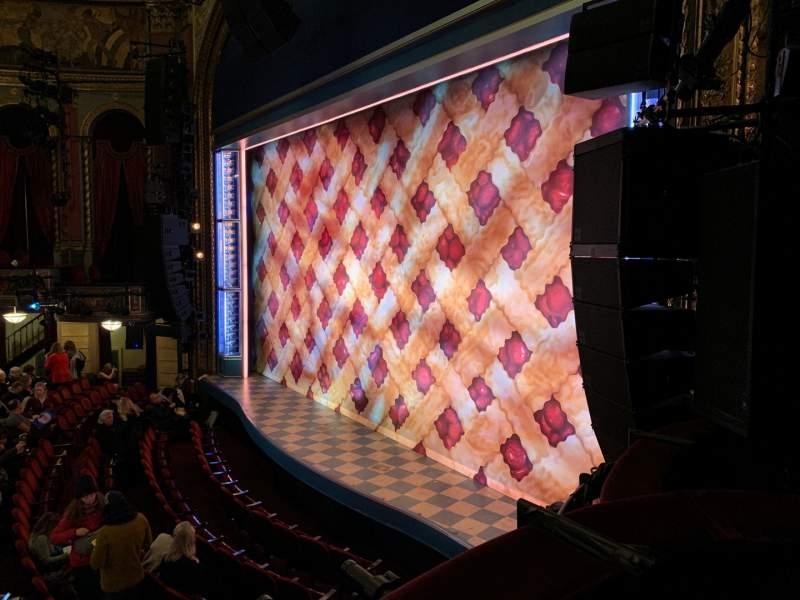 Vista sentada para Brooks Atkinson Theatre Secção Right Box B Lugar 3