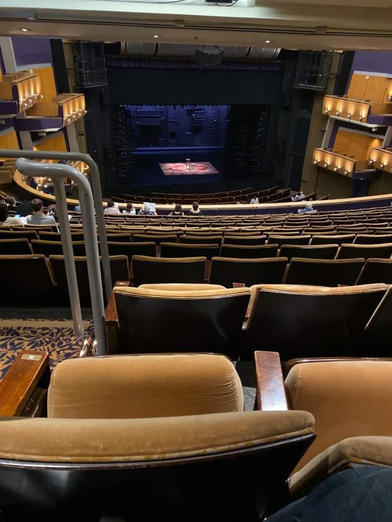 Vista sentada para Ahmanson Theatre Secção Mezzanine Fila P Lugar 32