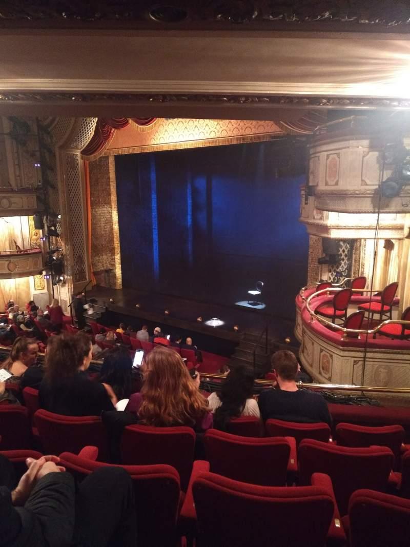 Vista sentada para Cort Theatre Secção Mezzanine R Fila E Lugar 22